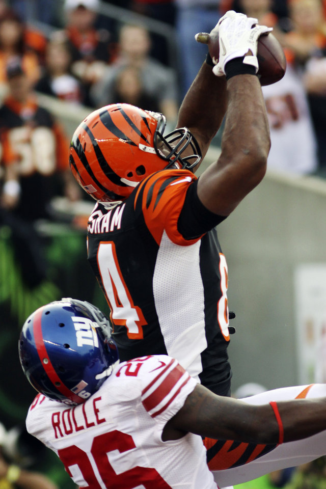 Photo -   Cincinnati Bengals tight end Jermaine Gresham (84) catches a 10-yard touchdown pass against New York Giants free safety Antrel Rolle (26) in the second half of an NFL football game, Sunday, Nov. 11, 2012, in Cincinnati. (AP Photo/Tom Uhlman)