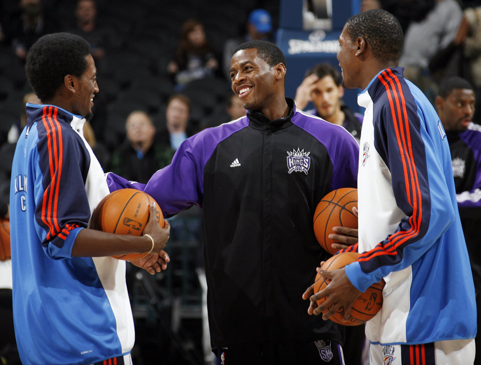 Sacramento's Desmond Mason, middle, talks with Kyle Weaver, left, and Kevin Durant of Oklahoma City before the NBA preseason game between the Sacramento Kings and the Oklahoma City Thunder at the Ford Center in Oklahoma City, Thursday, Oct. 22, 2009. Photo by Nate Billings, The Oklahoman
