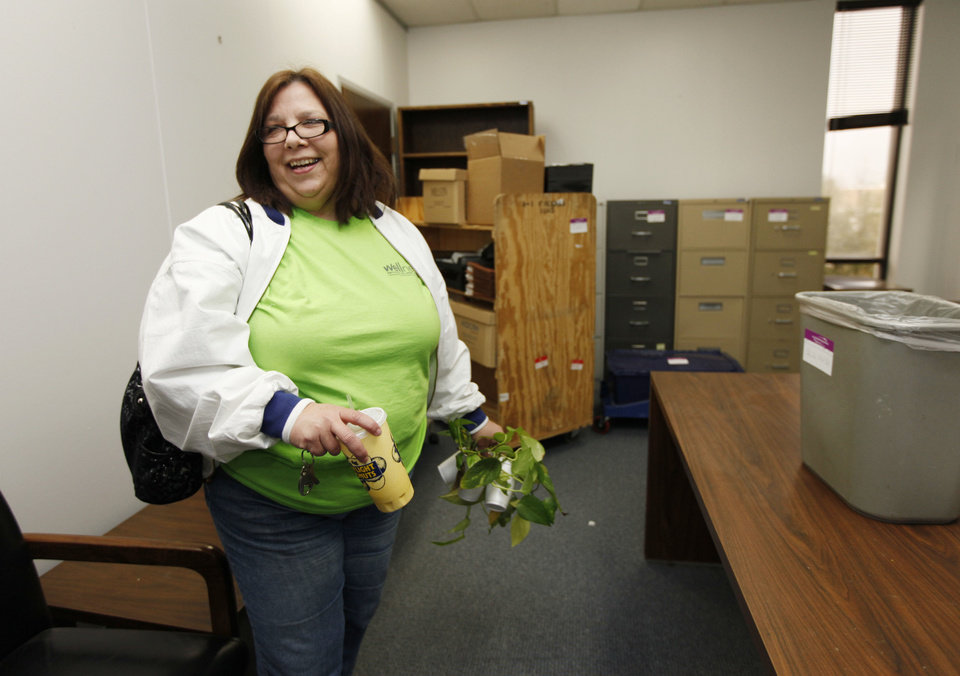 Sheila Briesch, Edmond city account manager,  takes her ivy plants with her as her office relocates from the administration building at 100 E First St. PHOTO BY PAUL HELLSTERN, THE OKLAHOMAN. <strong>PAUL HELLSTERN - Oklahoman</strong>