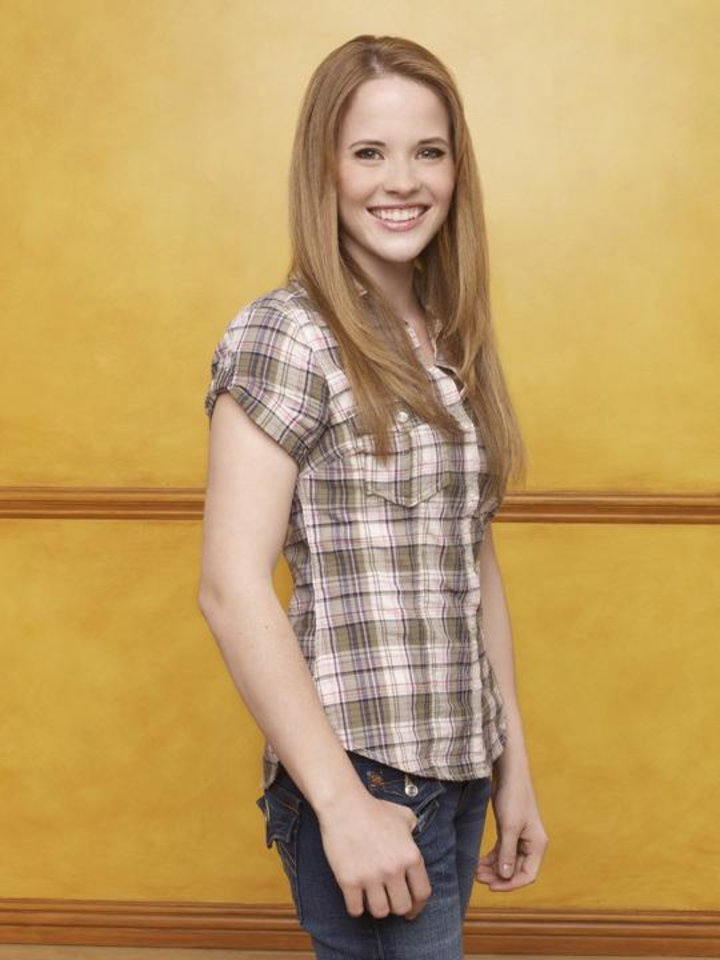 """SWITCHED AT BIRTH - Katie Leclerc stars as Daphne Vasquez on ABC Family\'s """"Switched at Birth."""" (ABC FAMILY/ANDREW ECCLES)"""