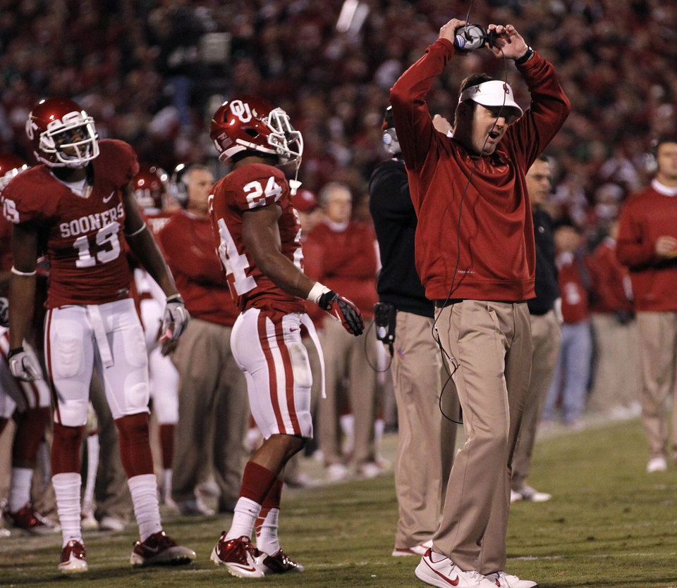 Bob Stoops reacts to a holding call the reversed a Blake Bell touchdown during the college football game between the University of Oklahoma Sooners (OU) and the Notre Dame Fighting Irish at the Gaylord Family-Oklahoma Memorial Stadium on Saturday, Oct. 27, 2012, in Norman, Okla. Photo by Chris Landsberger, The Oklahoman