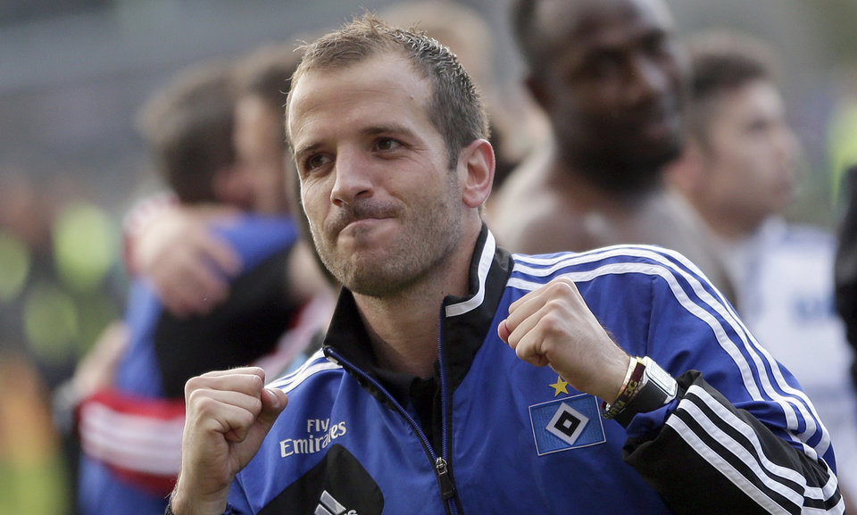 Photo - Hamburg's Rafael van der Vaart of the Netherlands celebrates after winning  the relagation play-offs between Greuther Fuerth and Hamburger SV in Fuerth, Germany, Sunday, May 18, 2014.  Hamburg played 1-1 in Fuerth and remains in the first division.  (AP Photo/Matthias Schrader)