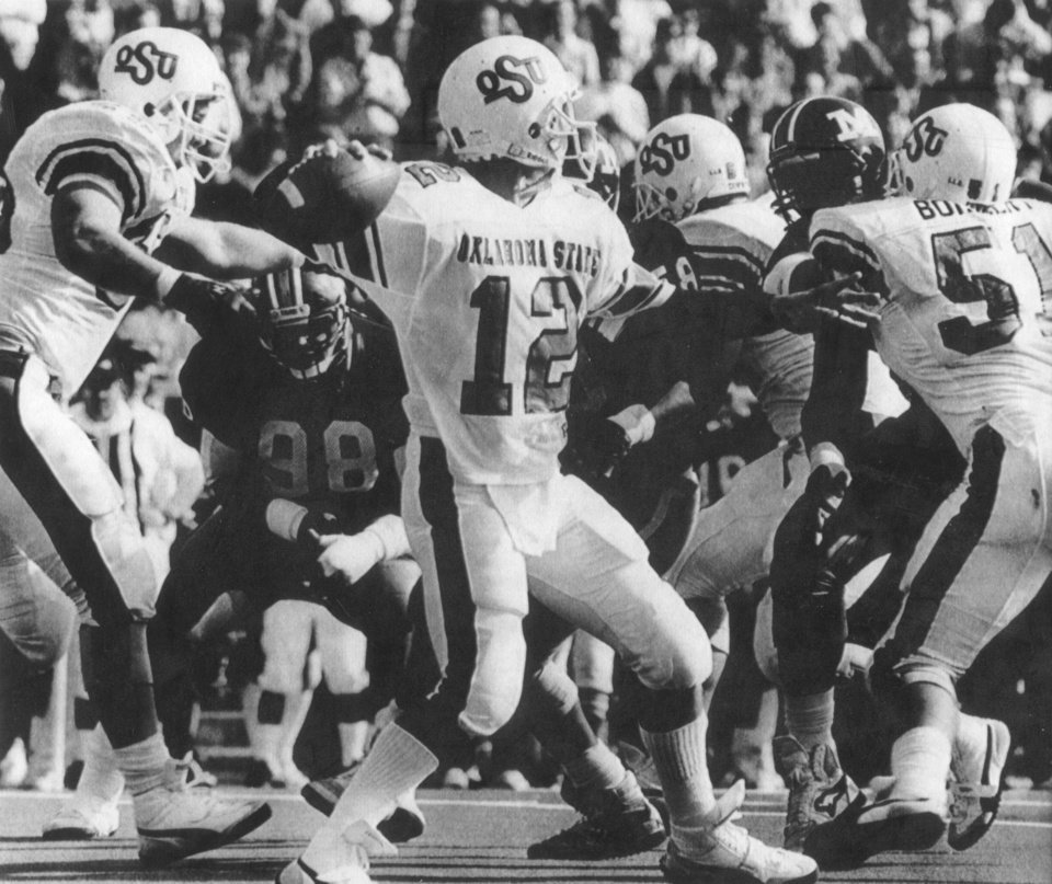 Photo - COWBOYS /  OKLAHOMA STATE UNIVERSITY, COLLEGE FOOTBALL, OSU: 10/24/1987-Mike Gundy looks for a receiver during a victory over Missouri. Staff photo by Jim Argo.