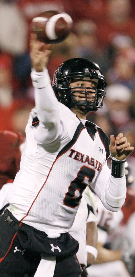 Texas Tech\'s Graham Harrell passes during the college football game between the University of Oklahoma Sooners and Texas Tech University at Gaylord Family -- Oklahoma Memorial Stadium in Norman, Okla., Saturday, Nov. 22, 2008. OU won, 65-21. BY NATE BILLINGS, THE OKLAHOMAN
