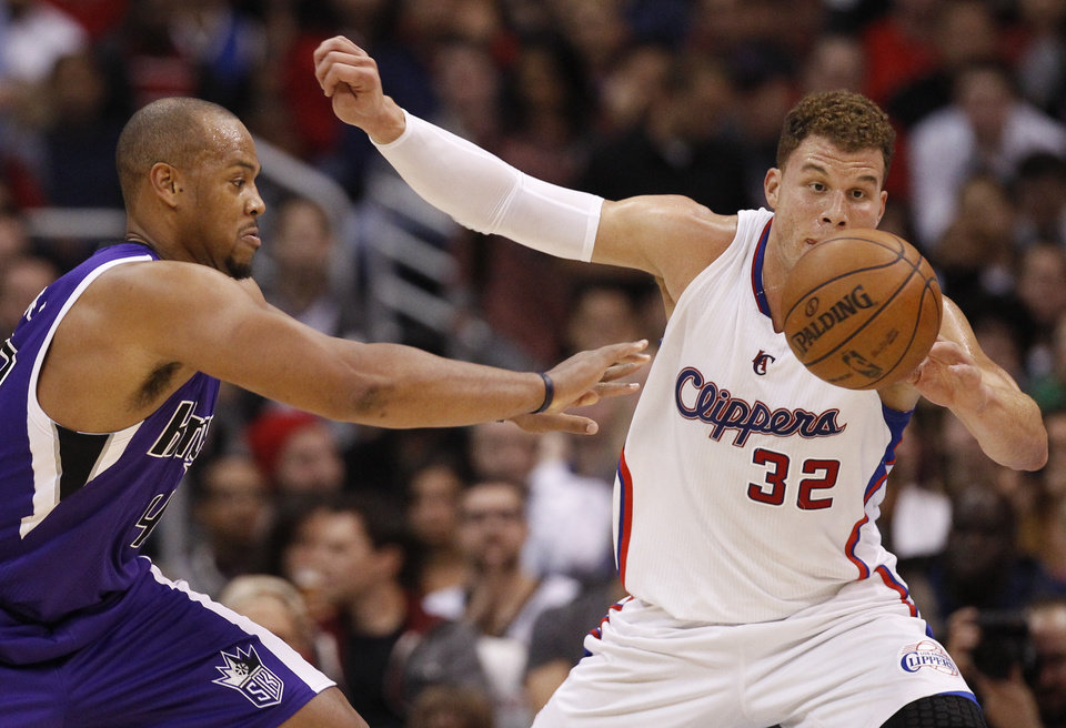 Sacramento Kings forward Chuck Hayes, left, and Blake Griffin go after a loose ball during the first half of an NBA basketball game in Los Angeles, Friday, Dec. 21, 2012. (AP Photo/Chris Carlson)