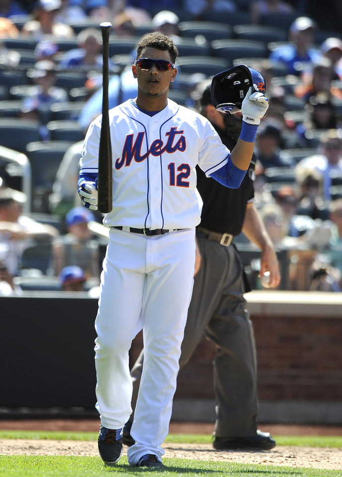 Photo - New York Mets center fielder Juan Lagares tips his bat in the air after striking out off Arizona Diamondbacks relief pitcher Oliver Perez for the third out leaving a runner on base in the seventh inning of game one in a double header baseball game at Citi Field on Sunday, May 25, 2014, in New York. (AP Photo/Kathy Kmonicek)