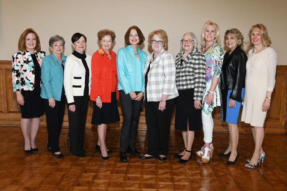 Photo - Carol Kaspereit, Anne McKenny, Carolyn Howell, Sharlene Branham, Kaye Adams, Connie Weber, Joyce Stewart, Ann Costello, Linda Barnett, Anne Gray. PHOTO BY FRAN KOZAKOWSKI