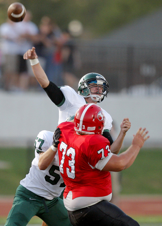 Photo - Edmond Santa Fe's Justice Hansen throws pass against Yukon during a high school football game in Yukon, Okla., Friday, Sept. 9, 2011. Photo by Bryan Terry, The Oklahoman