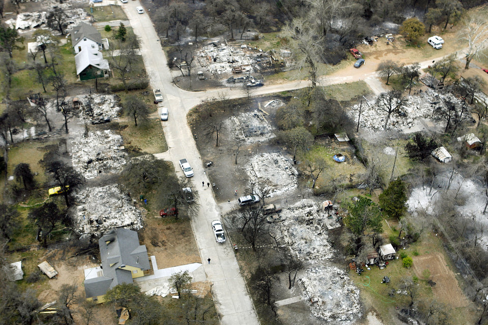 Photo - FIRES / WILDFIRES / HOUSE / DAMAGE/ AFTERMATH / AERIAL: Fire destroyed a number of homes in this neighborhood near Anderson Road and SE 15th Street in Choctaw, OK, Friday, April 10, 2009. BY PAUL HELLSTERN, THE OKLAHOMAN ORG XMIT: KOD