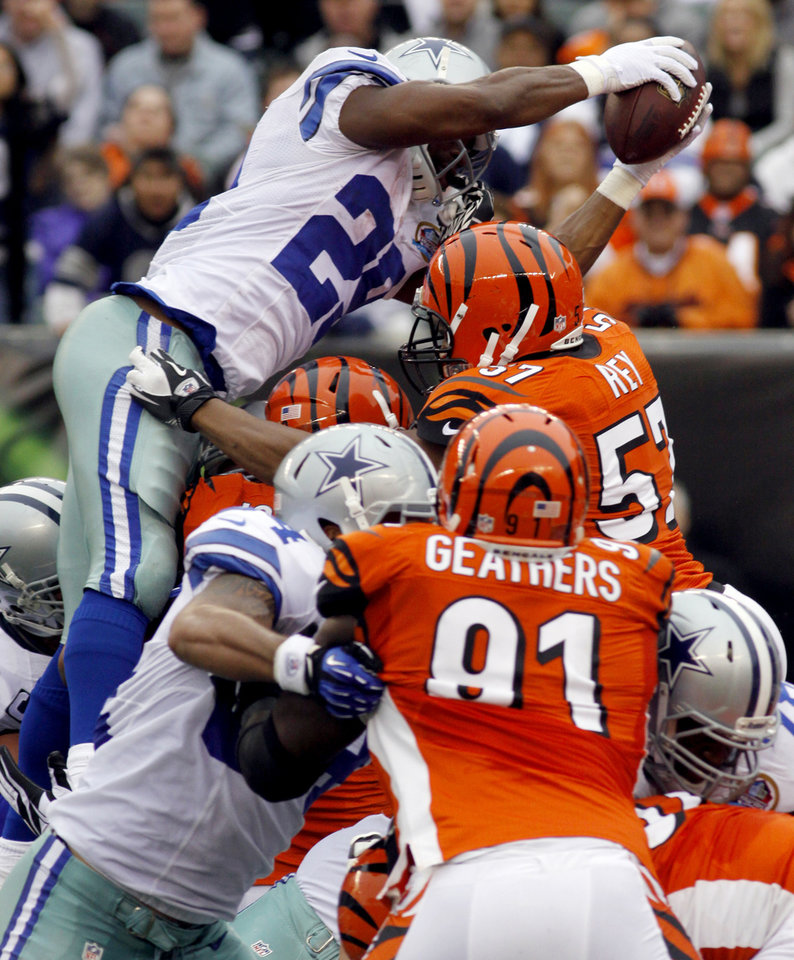 Photo - Dallas Cowboys running back DeMarco Murray (29) dives over the goal line for a 1-yard touchdown run in the first half of an NFL football game against the Cincinnati Bengals, Sunday, Dec. 9, 2012, in Cincinnati. (AP Photo/Tom Uhlman)