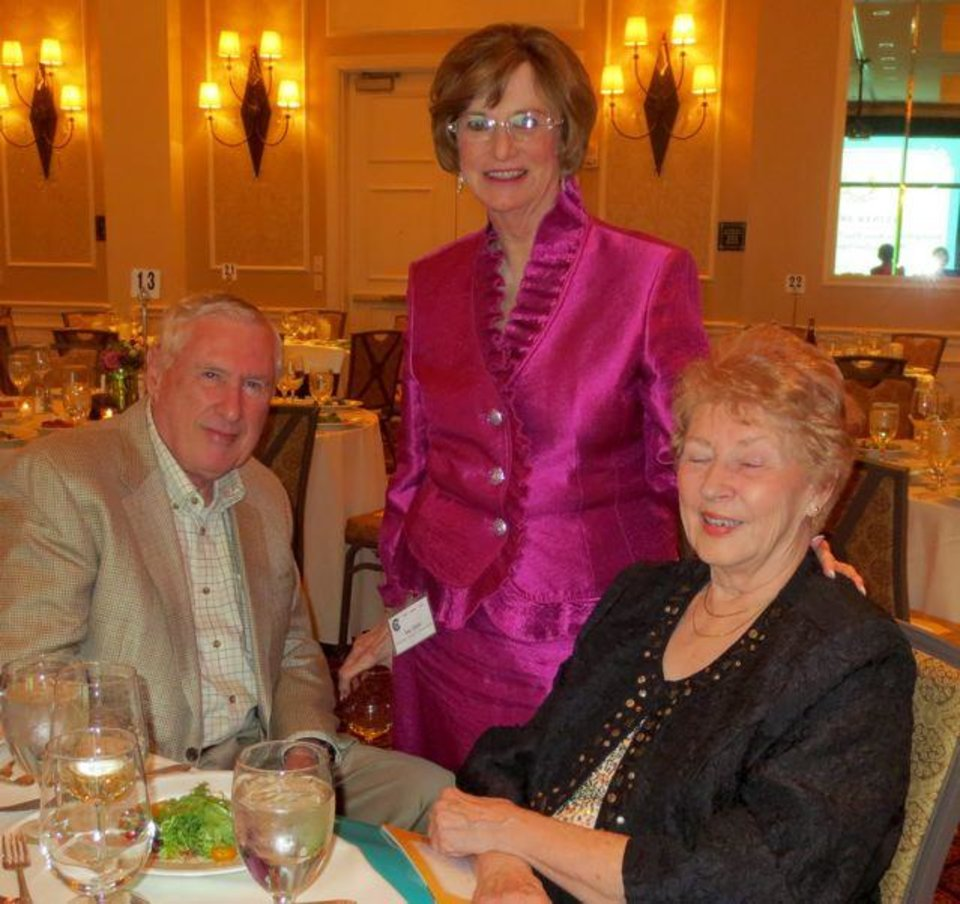 Jim Argo, Sue Hale and Burnis Argo talk at the annual dinner. Hale was master of ceremonies. (Photo by Helen Ford Wallace).