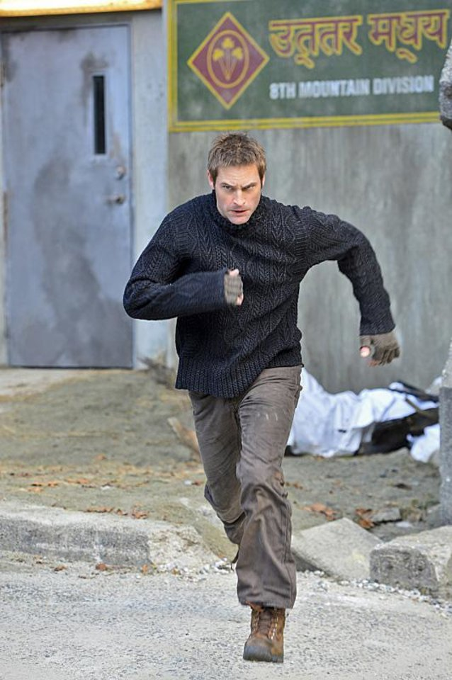 """Photo -  Josh Holloway stars in """"Intelligence."""" - Photo by Chris Helcermanas-Benge/CBS © 2013 CBS Broadcasting, Inc. All Rights Reserved."""