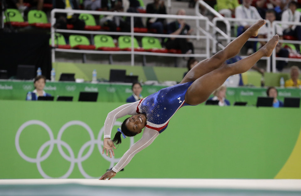 Blackwell (OK) United States  city photos gallery : United States' Simone Biles performs on the floor during the artistic ...