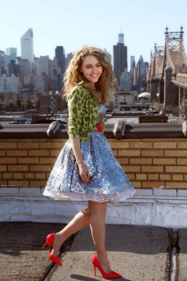 "THE CARRIE DIARIES - ""Pilot"" - Pictured: AnnaSophia Robb as Carrie - Photo Courtesy of Warner Bros. Television Entertainment/Eric Liebowitz © & TM 2012 WBEI. All rights reserved."