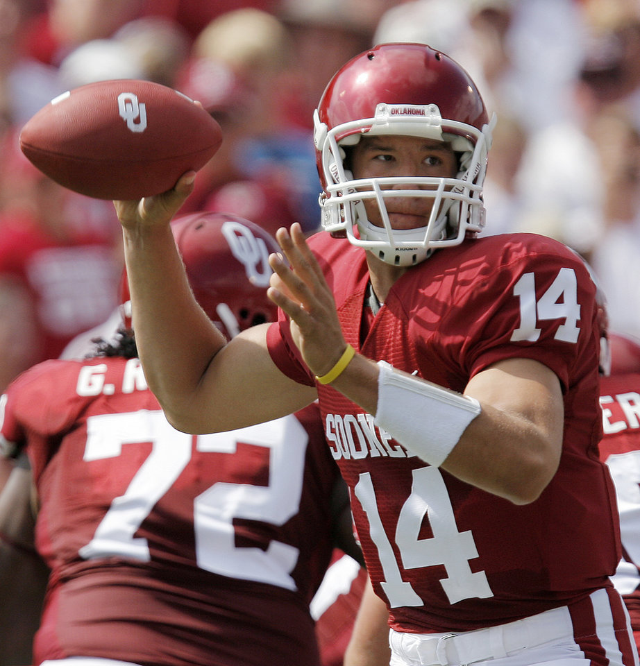 Photo - Oklahoma quarterback Sam Bradford (14) passes the ball against Utah State in the first half during the University of Oklahoma Sooners (OU) college football game against the Utah State University Aggies (USU) at the Gaylord Family -- Oklahoma Memorial Stadium in Norman, Okla., on Saturday, Sept. 15, 2007.  By NATE BILLINGS, The Oklahoman  ORG XMIT: KOD