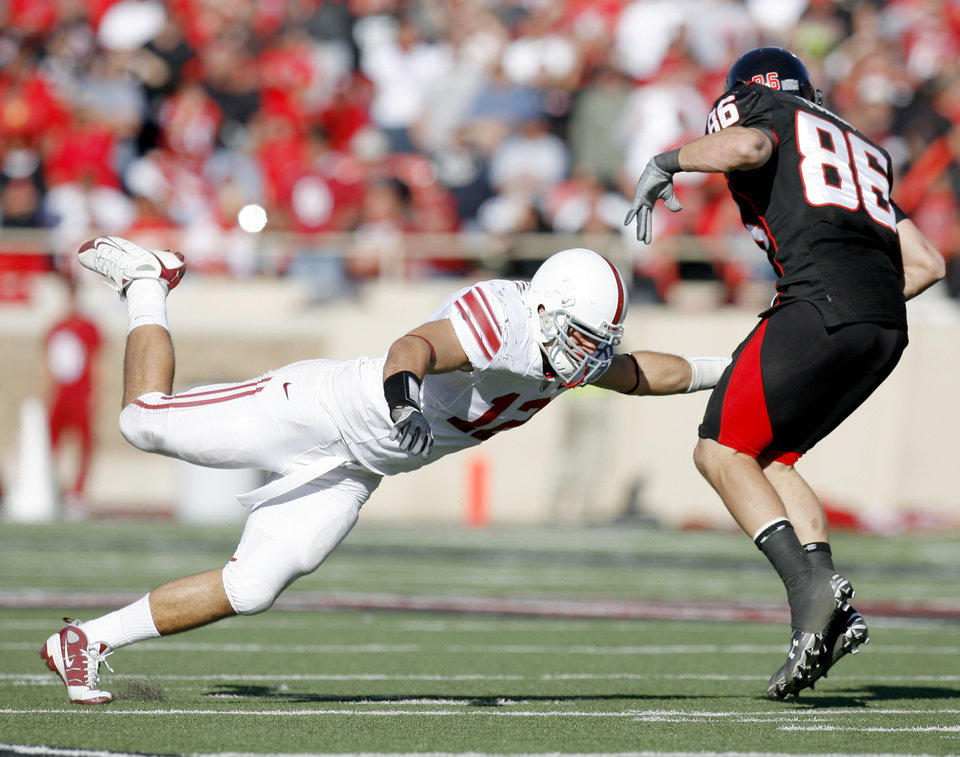 Photo - OU's Austin Box misses Texas Tech's Alexander Torres during the college football game between the University of Oklahoma Sooners (OU) and Texas Tech University Red Raiders (TTU ) at Jones AT&T Stadium in Lubbock Okla., Saturday, Nov. 21, 2009. Photo by Bryan Terry, The Oklahoman