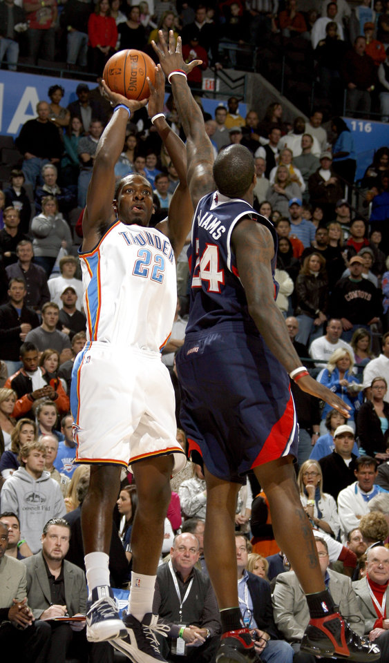 Photo - Oklahoma City's Jeff Green (22) shoots over Marvin Williams (24) during the first half of the NBA game between Oklahoma City Thunder and the Atlanta Hawks, Sunday, Nov. 9, 2008, at  the Ford Center, Oklahoma City. PHOTO BY SARAH PHIPPS, THE OKLAHOMAN