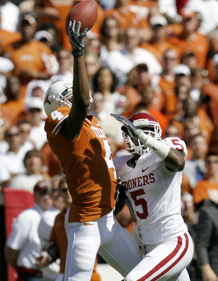 Photo - OU's Joseph Ibiloye is called for a pass interference against Dan Buckner of Texas during the Red River Rivalry college football game between the University of Oklahoma Sooners (OU) and the University of Texas Longhorns (UT) at the Cotton Bowl in Dallas, Texas, Saturday, Oct. 17, 2009. Photo by Bryan Terry, The Oklahoman