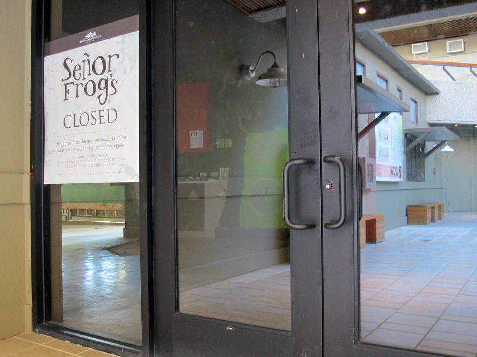 Photo -   A Senor Frog's restaurant displays a closed sign, Friday, Nov. 2, 2012 in Honolulu. The U.S. Equal Employment Opportunity Commission is suing the Senor Frog's bar and restaurant chain, saying its CEO, other high level executives and managers sexually harassed female employees at its now-closed Waikiki location. (AP Photo/Audrey McAvoy)