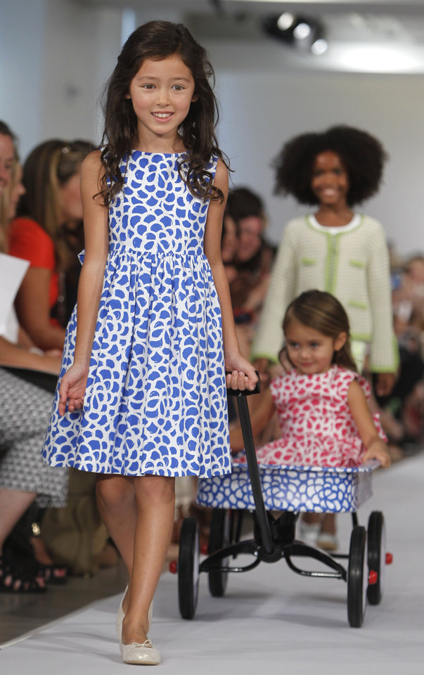 Photo -   The Oscar de la Renta Spring 2013 childrenswear collection is modeled during Fashion Week, Wednesday, Sept. 12, 2012, in New York. (AP Photo/Jason DeCrow)