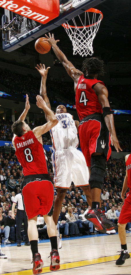 Photo - Oklahoma City's Desmond Mason (34) shoots between Jose Calderon (8) and Chris Bosh (4) of Toronto in the second half of the NBA basketball game between the Toronto Raptors and the Oklahoma City Thunder at the Ford Center in Oklahoma City, Friday, Dec. 19, 2008. The Thunder won, 91-83. BY NATE BILLINGS, THE OKLAHOMAN