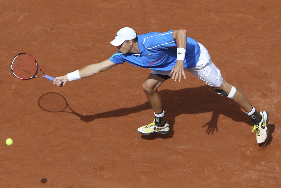 Photo - USA's John Isner returns the ball to France's Pierre-Hugues Herbert during their first round match of  the French Open tennis tournament at the Roland Garros stadium, in Paris, France, Sunday, May 25, 2014. (AP Photo/David Vincent)
