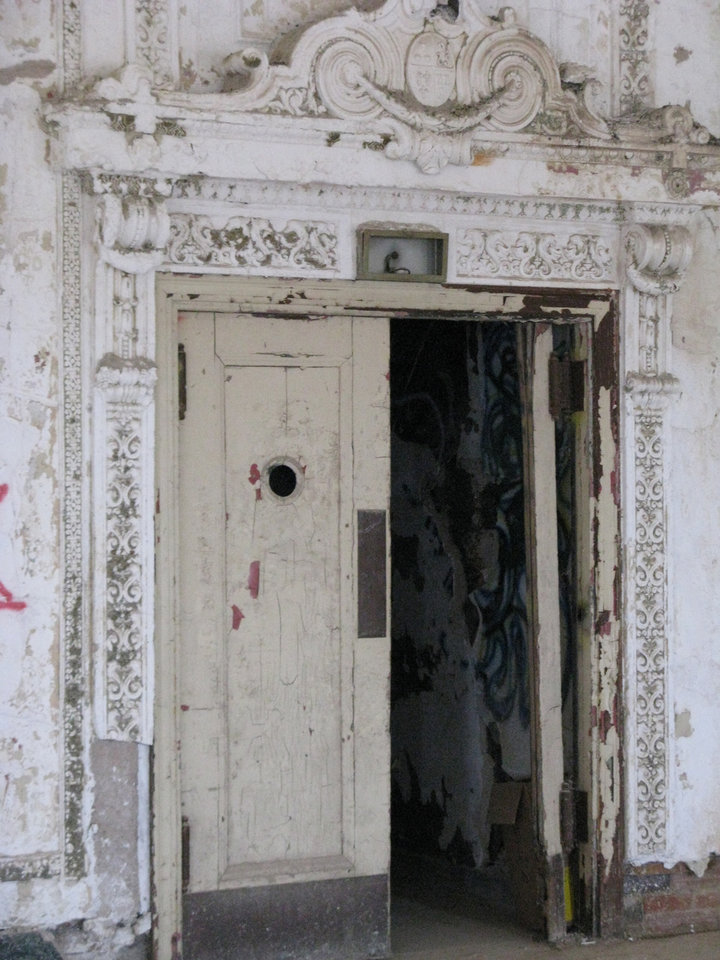 Photo - TULSA / RENOVATE: Weather worn ornate trim, such as this doorway in the Mayo Hotel's Crystal Ballroom, are being restored as part of a $40 million renovation. BY STEVE LACKMEYER, THE OKLAHOMAN ORG XMIT: 0807012212300136 ORG XMIT: U283QMR