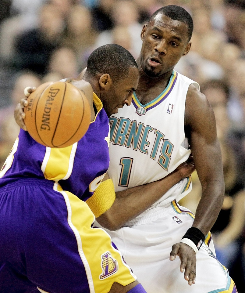 Photo - Kobe Bryant (8) of Los Angeles tries to drive around Kirk Snyder (1) of the Hornets in the first quarter during the Los Angeles Lakers at the New Orleans/Oklahoma City Hornets NBA basketball game in the Ford Center in Oklahoma City, Saturday, February 4, 2006. By Nate Billings, The Oklahoman