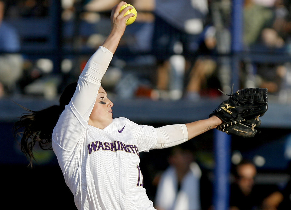 Photo - Washington's Danielle Lawrie pitches during the second softball game of the championship series between Washington and Florida in Women's College World Series at ASA Hall of Fame Stadium in Oklahoma City, Tuesday, June 2, 2009. Photo by Bryan Terry, The Oklahoman