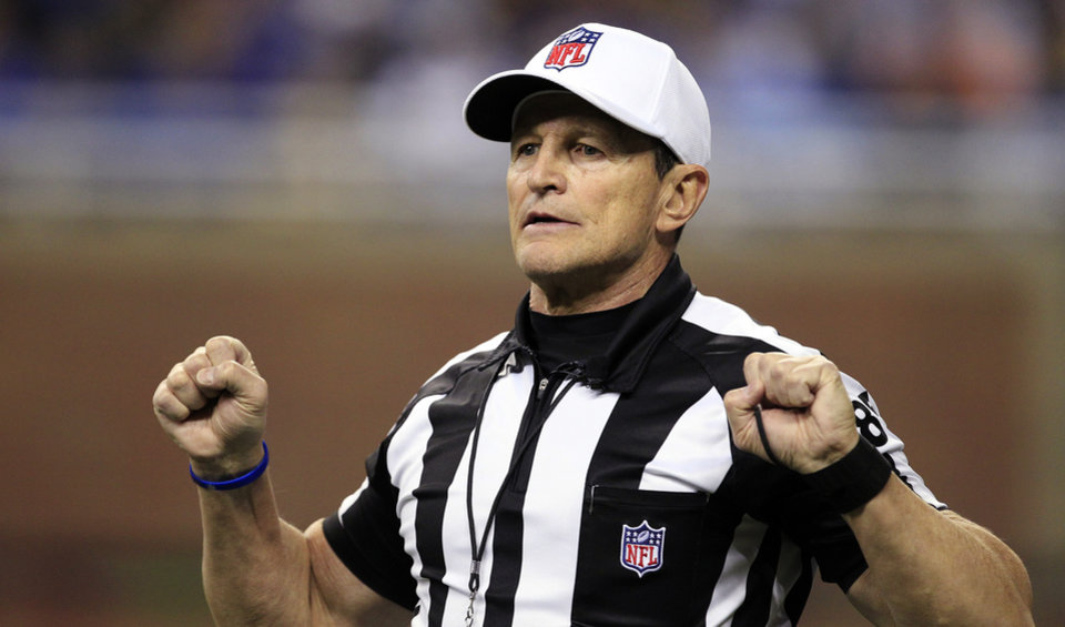 Photo -   FILE - In this Dec. 24, 2011, file photo, referee Ed Hochuli (85) signals during the second quarter of an NFL football game between the Detroit Lions and the San Diego Chargers in Detroit. The NFL and referees' union reached a tentative agreement on Wednesday, Sept. 26, 2012, to end a three-month lockout that triggered a wave of frustration and anger over replacement officials and threatened to disrupt the rest of the season. (AP Photo/Carlos Osorio, File)