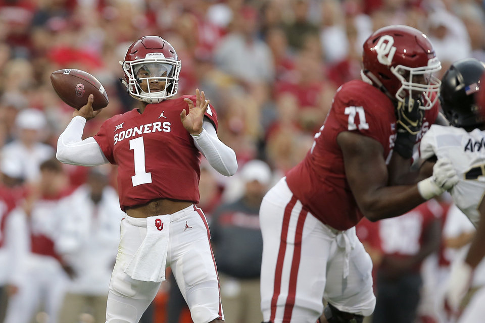 Photo - Oklahoma's Kyler Murray (1) passes the ball during a college football game between the University of Oklahoma Sooners (OU) and the Army Black Knights at Gaylord Family-Oklahoma Memorial Stadium in Norman, Okla., Saturday, Sept. 22, 2018. Photo by Bryan Terry, The Oklahoman