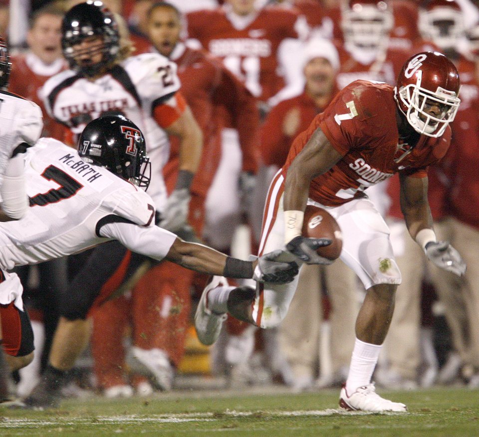 OU'S DeMarco Murray runs past Darcel McBath of Texas Tech during the college football game between the University of Oklahoma Sooners and Texas Tech University at Gaylord Family -- Oklahoma Memorial Stadium in Norman, Okla., Saturday, Nov. 22, 2008. BY BRYAN TERRY, THE OKLAHOMAN