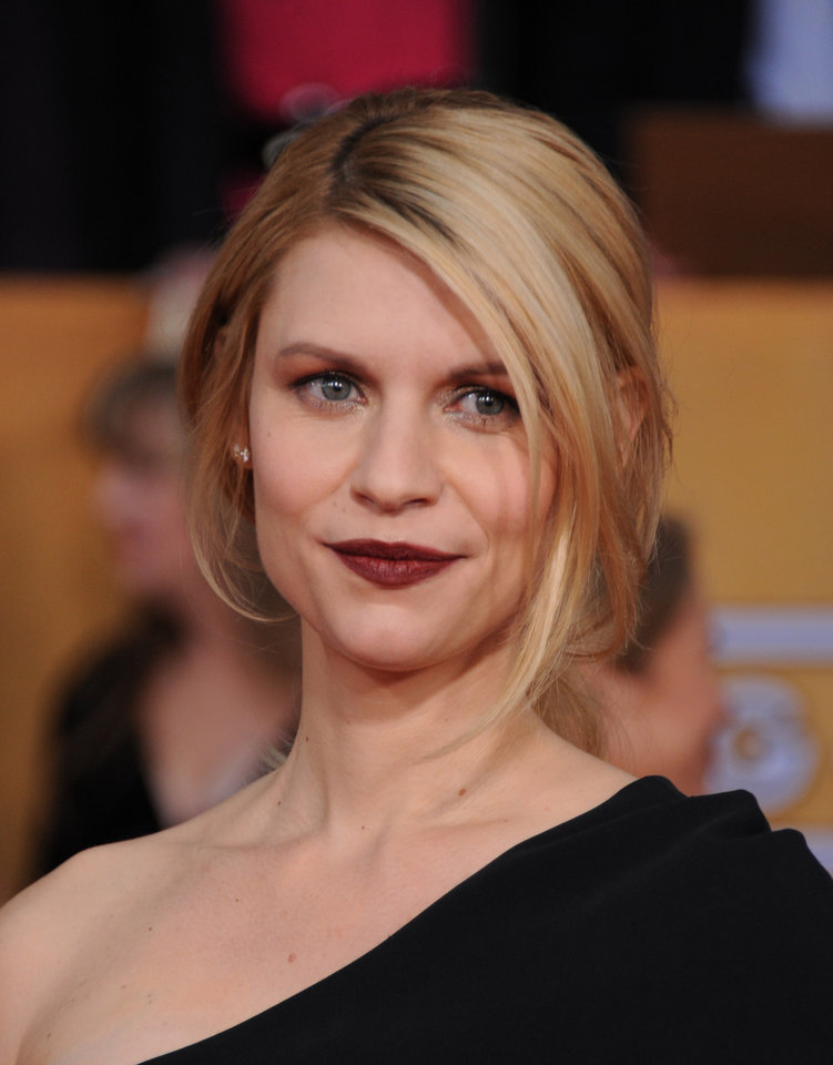 Claire Danes arrives at the 19th Annual Screen Actors Guild Awards at the Shrine Auditorium in Los Angeles on Sunday, Jan. 27, 2013. (Photo by Jordan Strauss/Invision/AP)