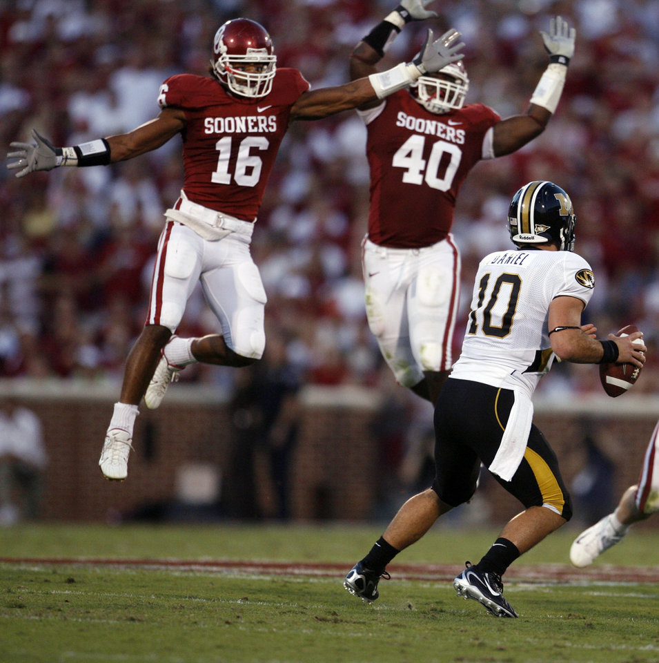 Photo - Oklahoma's Lewis Baker (16) and Curtis Lofton (40) put the pressure on Missouri quarterback Chase Daniel (10) during the first half of the college football game between the University of Oklahoma Sooners (OU) and the University of Missouri Tigers (MU) at the Gaylord Family Oklahoma Memorial Stadium on Saturday, Oct. 13, 2007, in Norman, Okla.By STEVE SISNEY, The Oklahoman