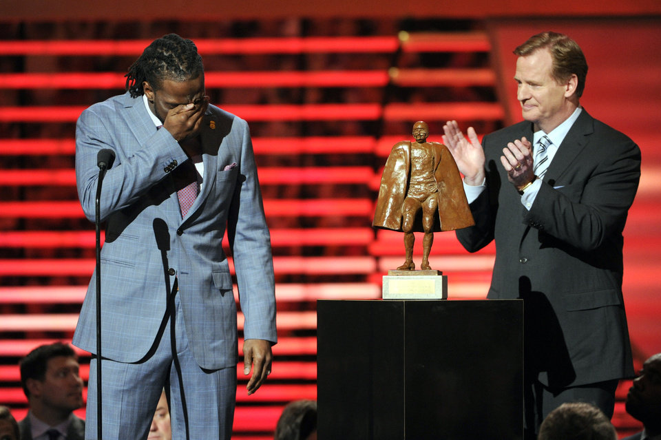 Photo - Charles Tillman of the Chicago Bears, left, accepts the award for Walter Payton NFL Man of the Year from NFL Commissioner Roger Goodell at the third annual NFL Honors at Radio City Music Hall on Saturday, Feb. 1, 2014, in New York. (Photo by Evan Agostini/Invision for NFL/AP Images)