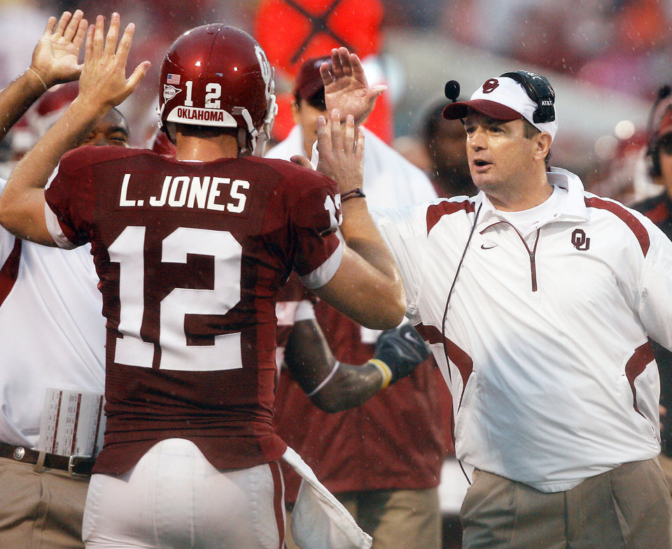 Photo -  Head coach Bob Stoops gives high fives to quarterback Landry Jones after a touchdown against Idaho State during the first half of the college football game between The University of Oklahoma Sooners (OU) and Idaho State University Bengals (ISU) at the Gaylord Family -- Oklahoma Memorial Stadium on Saturday, Sept. 12, 2009, in Norman, Okla. Photo by Chris Landsberger, The Oklahoman. ORG XMIT: KOD