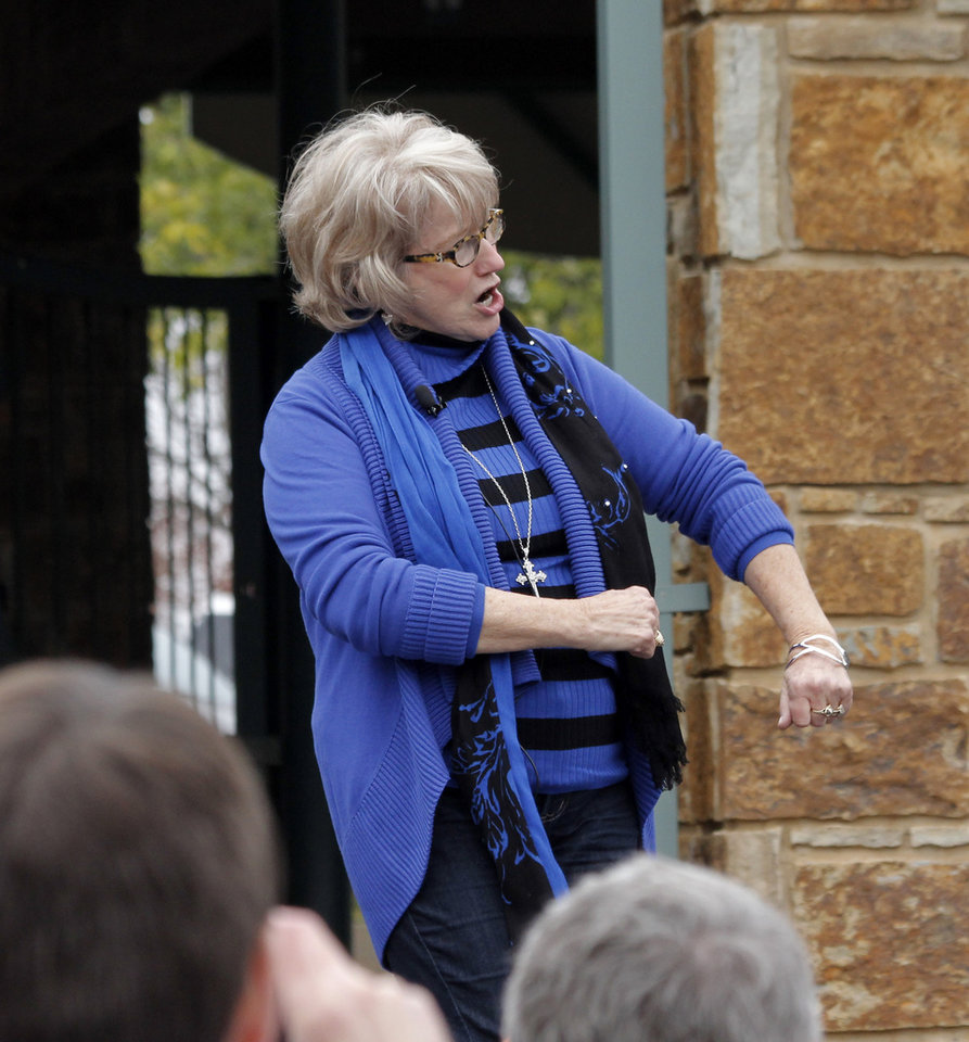 Photo - Singer Gayla Peevey came back to Oklahoma City at the Zoo to sing her hit song from 1953,