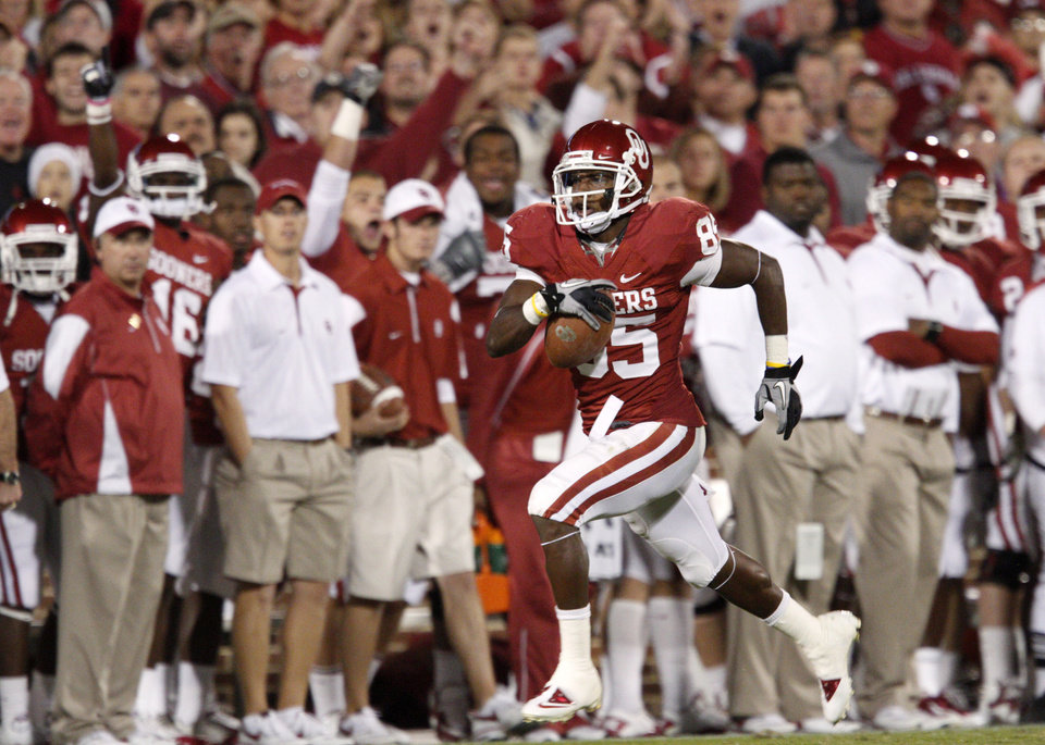 OU\'s Ryan Broyles scores on an 81-yard touchdwon pass during the college football game between the University of Oklahoma (OU) Sooners and the University of Colorado Buffaloes at Gaylord Family-Oklahoma Memorial Stadium in Norman, Okla., Saturday, October 30, 2010. Photo by Bryan Terry, The Oklahoman