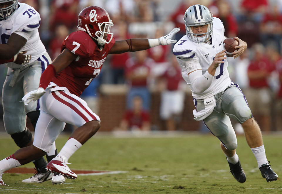 Photo - Oklahoma's Corey Nelson (7) tries to get Kansas State's Collin Klein (7) during the college football game between the University of Oklahoma Sooners (OU) and the Kansas State University Wildcats (KSU) at the Gaylord Family-Memorial Stadium on Saturday, Sept. 22, 2012, in Norman, Okla. Photo by Chris Landsberger, The Oklahoman