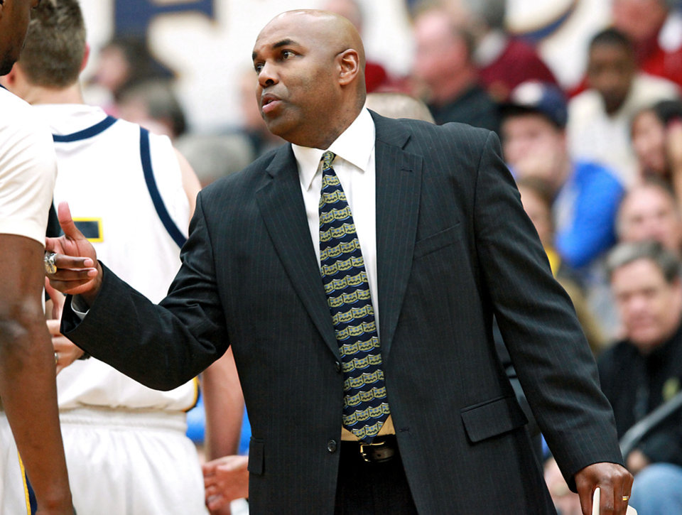 Photo - UCO coach Terry Evans said he would be interested in the OU job. Photo by John Clanton, The Oklahoman