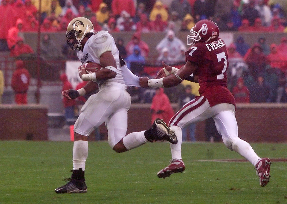 Photo - OU: University of Oklahoma vs University of Colorado college football in Norman, Okla, Nov. 2, 2002.  Brandon Everage gets a hold of Chris Brown's jersey and eventually brings him down. Staff photo by  Doug Hoke
