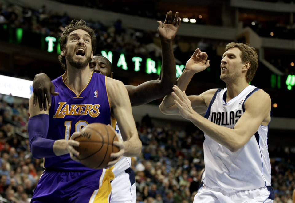 Photo - Los Angeles Lakers' Pau Gasol (16) of Spain gets by Dallas Mavericks' DeJuan Blair, left rear, and Dirk Nowitzki, right, on a drive to the basket in the first half of an NBA basketball game, Tuesday, Jan. 7, 2014, in Dallas. (AP Photo/Tony Gutierrez)