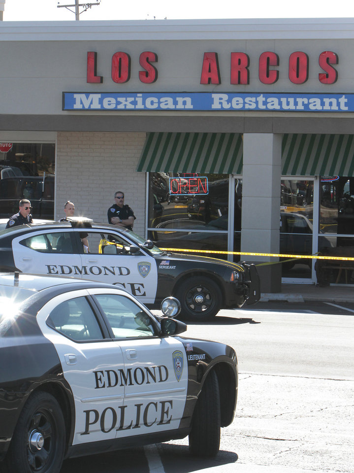 Photo - Edmond police investigate an officer-involved shooting outside Los Arcos Mexican Restaurant in Edmond's Bryant Square shopping mall, Second Street and Bryant Avenue. PHOTO BY DAVID MCDANIEL, THE OKLAHOMAN.  David McDaniel - THE OKLAHOMAN