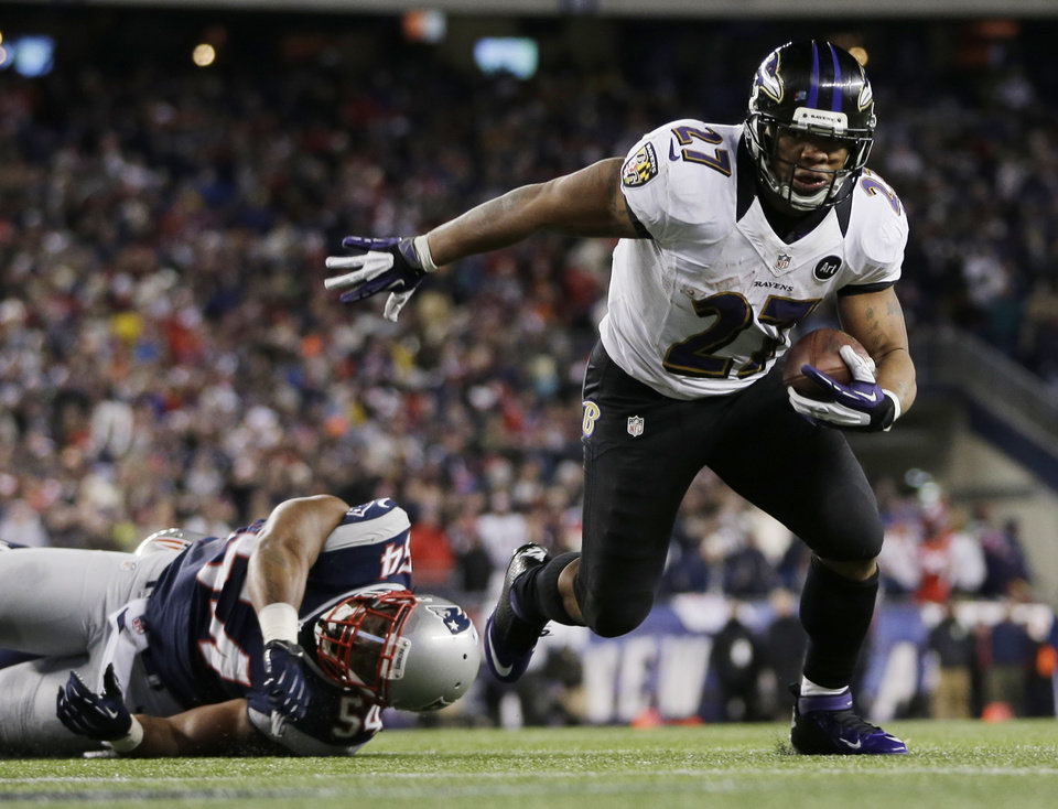 Photo - Baltimore Ravens running back Ray Rice (27) goes in for a two-yard touchdown run against New England Patriots outside linebacker Dont'a Hightower (54) during the first half of the NFL football AFC Championship football game in Foxborough, Mass., Sunday, Jan. 20, 2013. (AP Photo/Matt Slocum)