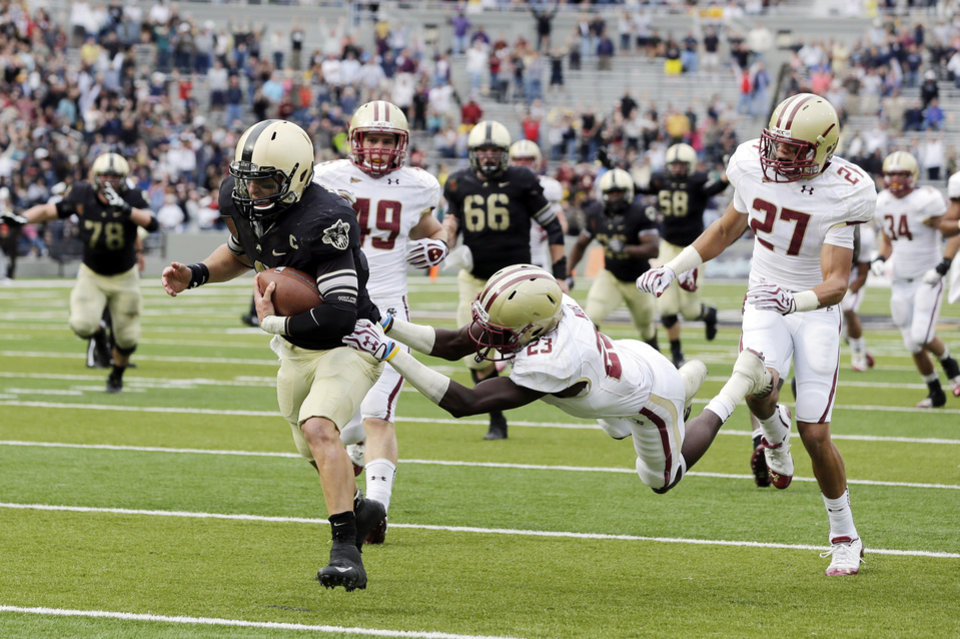 Photo -   Army quarterback Trent Steelman (8) eludes Boston College defensive back Jim Noel (23) to score the game-winning touchdown during the second half of an NCAA college football game Saturday, Oct. 6, 2012, in West Point, N.Y. Army won 34-31. (AP Photo/Mike Groll)