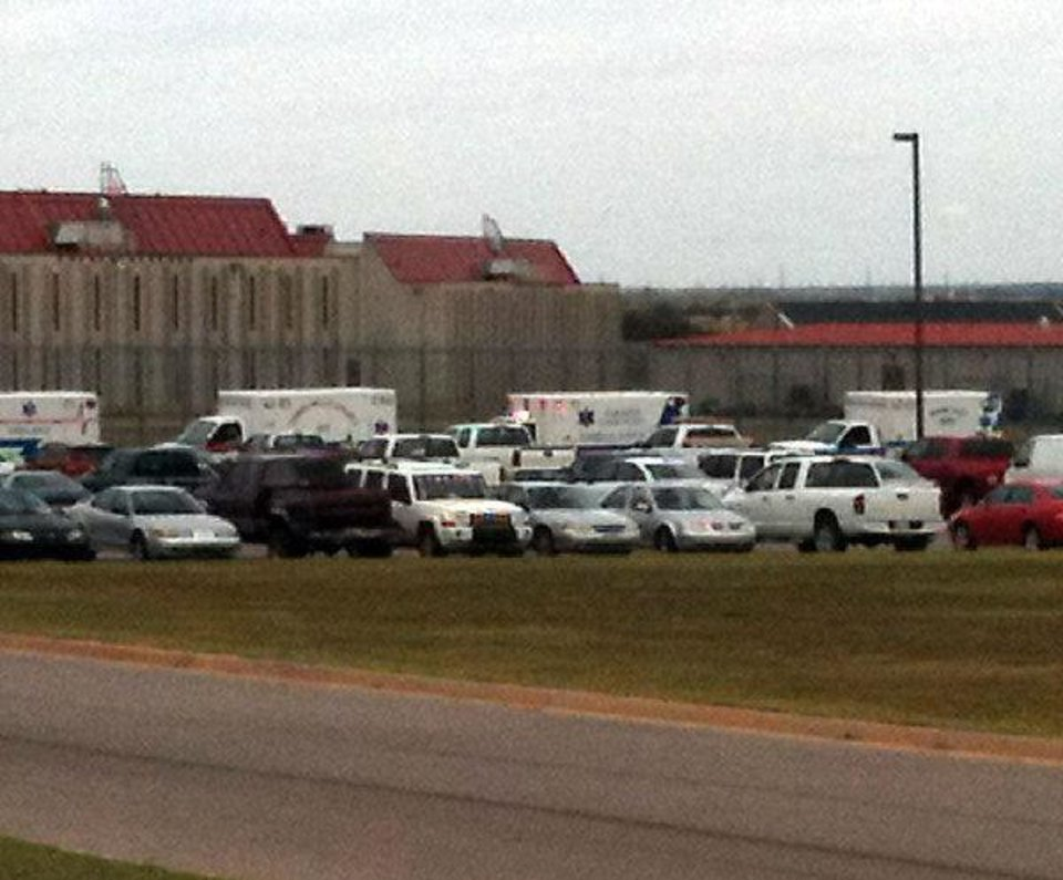Photo - SAYRE PRISON RIOT: Byline and photo credit: Dale Denwalt, Daily Elk Citian  ORG XMIT: kod