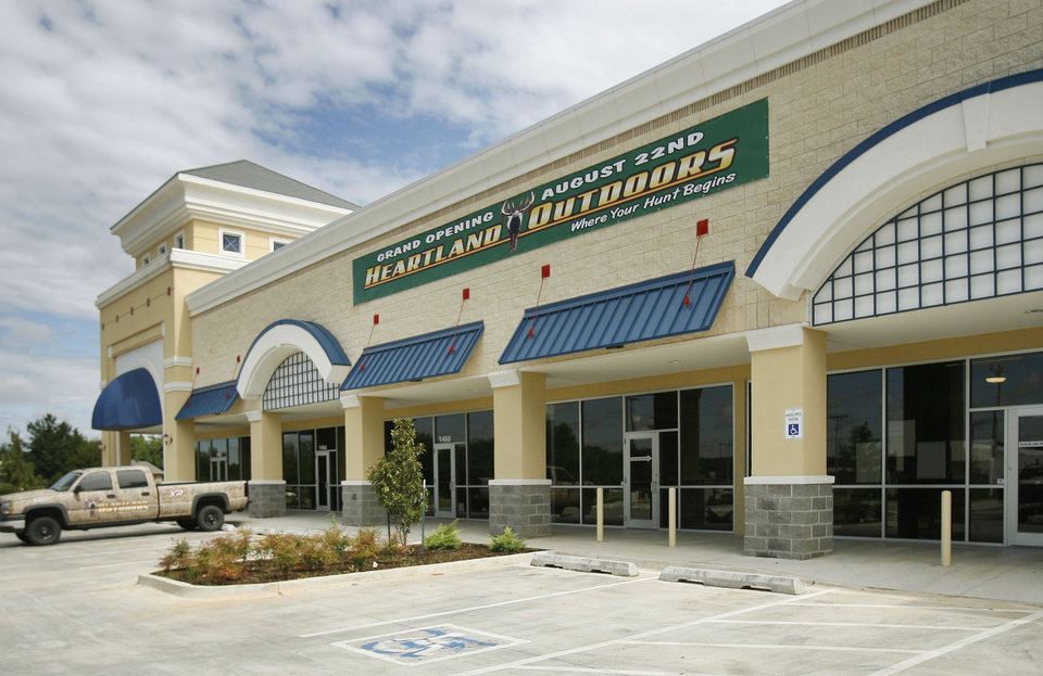 Photo - BUILDING EXTERIOR: The Heartland Outdoors store is open in Edmond, OK, Tuesday, Sept. 22, 2009. They will have an air-conditioned gun range, the only one in Okla, which will open in October. By Paul Hellstern, The Oklahoman ORG XMIT: KOD