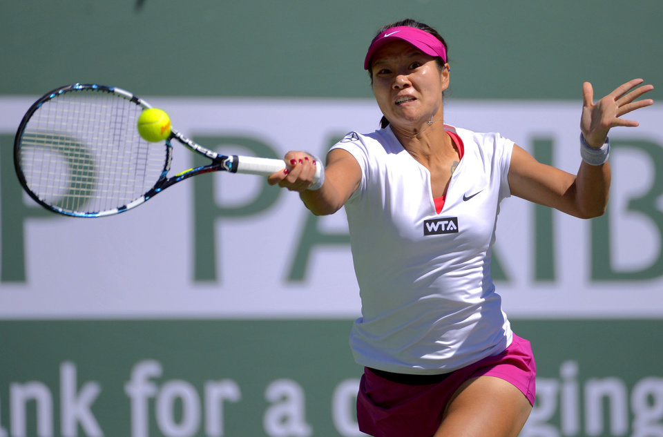 Photo - Li Na, of China, returns a volley by Karolina Pliskova, of the Czech Republic, during a third round match at the BNP Paribas Open tennis tournament, Monday, March 10, 2014 in Indian Wells, Calif. (AP Photo/Mark J. Terrill)