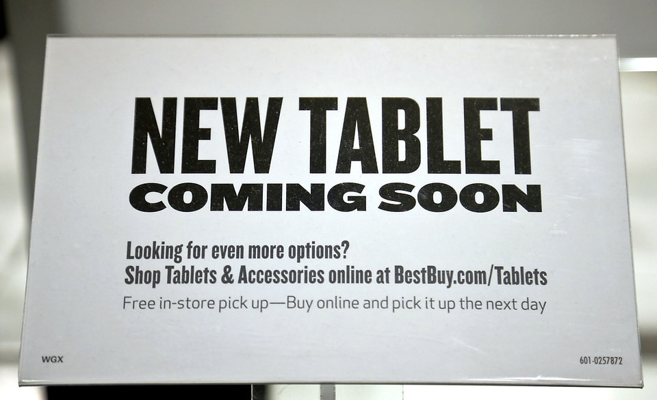 Photo - Best Buy stores are gearing up for back to school sales on tablets and laptops.  CHRIS LANDSBERGER - CHRIS LANDSBERGER