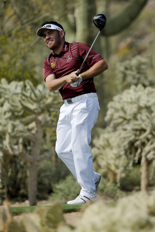 Photo - Louis Oosthuizen, of South Africa, watches his tee shot on the 17th hole during the fourth round of the Match Play Championship golf tournament on Saturday, Feb. 22, 2014, in Marana, Ariz. (AP Photo/Matt York)